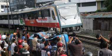 Kecelakaan KA Tabrak Angkot, Lalu Lintas Macet Total