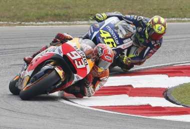 Tendangan Rossi ke Marquez adalah Pertunjukan yang Menarik