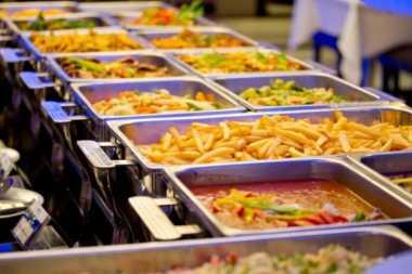 Rekomendasi Tempat Makan Siang Murmer untuk Karyawan di Jakarta