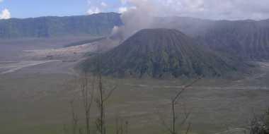 Abu Vulkanik Gunung Bromo Terjang Dua Desa