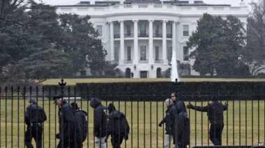 Seorang Pria Terobos Pagar Gedung Putih