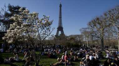 Pariwisata Prancis Mulai Menderita