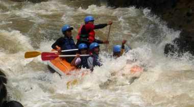 Mengadu Adrenaline Arus Liar Yogyakarta