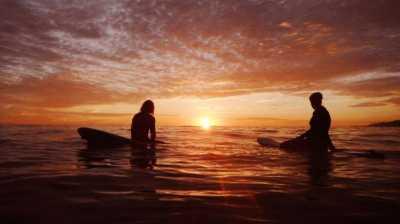 Peselancar Dunia Temukan Pantai Sawarna