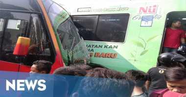 Usai Tabrakan dengan Transjakarta, KRL Dievakuasi ke Depok