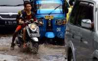 Hujan Deras, Kali Sengon Depok Meluap