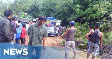 Longsor, Jalur Lintas Sumatera Putus