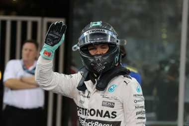 Mercedes Kuasai Grid Depan GP Abu Dhabi, Vettel Hancur Lebur