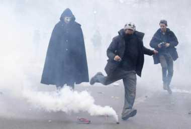 Polisi Paris dan Demonstran Bentrok Jelang KTT Perubahan Iklim