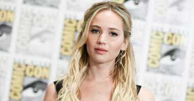 Gaya Santai Jennifer Lawrence