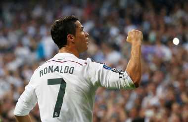 Ronaldo Bawa Madrid Menjauh dari Eibar