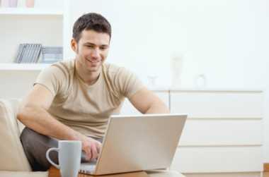 Tips Bijak Belanja Online ala Angga 'Maliq D'Essential'