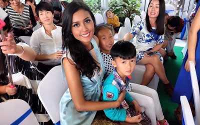 Kontestan Miss World Berbagi dengan Keluarga Tak Mampu di Haikou