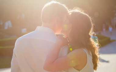 Pujian-Pujian yang Bikin Hati Suami Meleleh