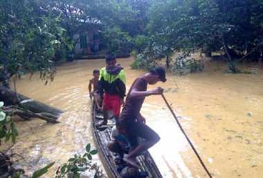 Banjir Bandang Terjang Kampar, Rumah Warga Hanyut