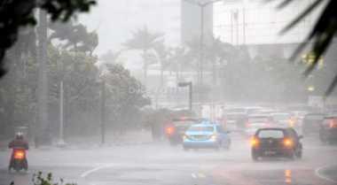 Hujan Intai Jakarta Siang & Malam Hari