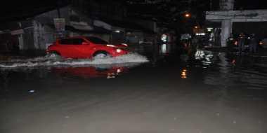 Diguyur Hujan Tiga Jam, Padang Kebanjiran