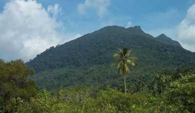 "Gunung Ranai ""Kompas"" Masyarakat Natuna"