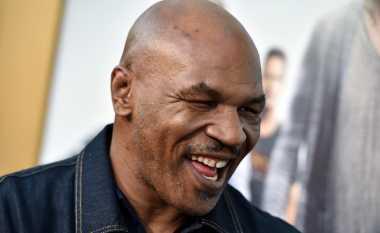 12 Aksi Agresif Tyson Memukul KO Lawannya