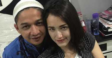 Foto Ciuman dengan Angel Karamoy, Adel Yakin Pasha Setia