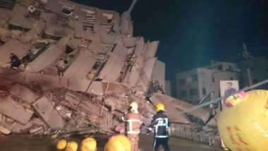 Gempa Taiwan Runtuhkan Gedung 17 Lantai