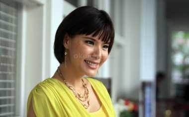 Olga Lidya Rayakan Imlek dengan Keluarga Besar