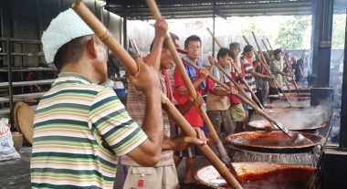 Imlek Segera Datang, Kue Keranjang di Tangerang Laris Manis