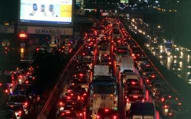 Liburan Panjang, Ribuan Mobil Padati Tol Jakarta-Cikampek