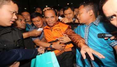 MA Perberat Hukuman Gubernur Riau Non Aktif