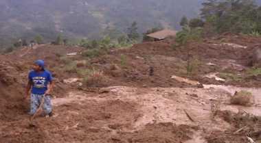 Tujuh Orang Tertimbun Longsor di Purworejo