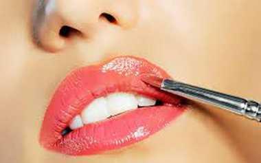 Trik Pakai Lipstik Matte agar Tahan Lama