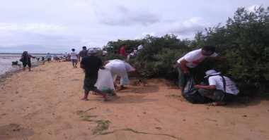 Tolak Reklamasi, Warga Tanjung Benoa Bersihkan Pulau Pudut