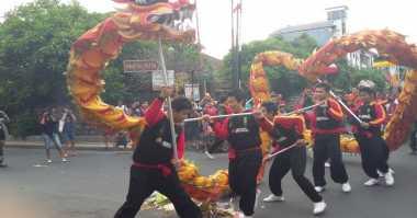 Atraksi Barongsai-Liong Hibur Warga Kuta