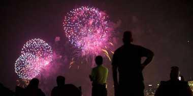 Pesta Kembang Api Ramaikan Imlek di Hong Kong