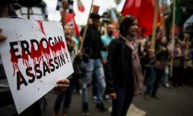 Unjuk Rasa Aktivis Kurdi di Kedutaan Turki Berakhir Ricuh