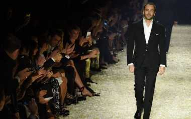 Tom Ford Batalkan Jadwal New York Fashion Show