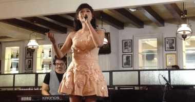 Alena Wu Tak Pasang Tarif Tinggi di Hari Imlek