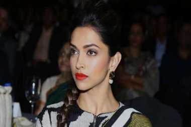 Pidato Mengharukan Deepika Padukone di Filmfare Awards
