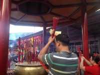 Jemaah Wihara Dharmajaya Terbiasa Sembahyang Imlek Malam Hari