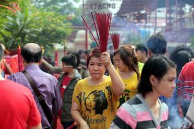 Gerimis Warnai Perayaan Imlek di Wihara Petak Sembilan