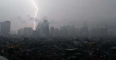 Tahun Baru Imlek, Hujan Disertai Angin Kencang 'Kepung' Jakarta