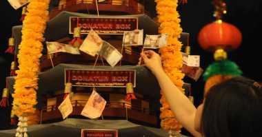 Jelang Imlek, Ratusan Warga Tionghoa Padati Klenteng di Makassar