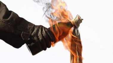 Pospol Dilempar Bom Molotov, Polisi Sita 3 Barang Bukti