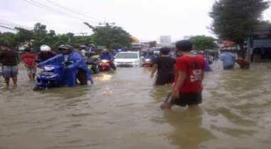 Jalur Sumbar-Riau Terputus karena Banjir