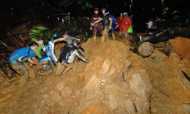 Sudah Empat Korban Longsor Selatan Ditemukan, Dua Lagi Masih Dicari