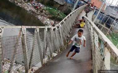 Hujan Lebat, Dua Jembatan Putus