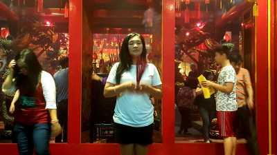 Imlek, Vihara Tertua di Bogor 'Dikepuli' Asap