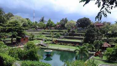 Taman Narmada Lombok, Pemandian Alam Peninggalan Para Raja