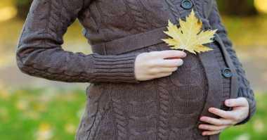 Wanita Tinggi Berkesempatan Lahirkan Bayi Kembar
