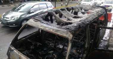 Korsleting Listrik, Minibus Hangus Terbakar